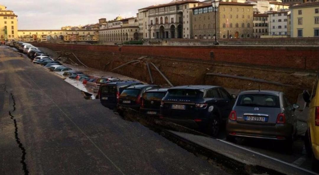 Doppio guasto a rete idrica, incredibile disastro a Firenze a due passi da Ponte Vecchio