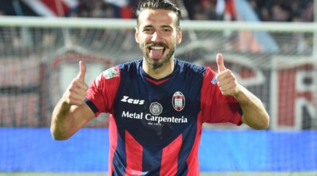 È Fiorentina contro Juventus per un difensore del Crotone classe 92