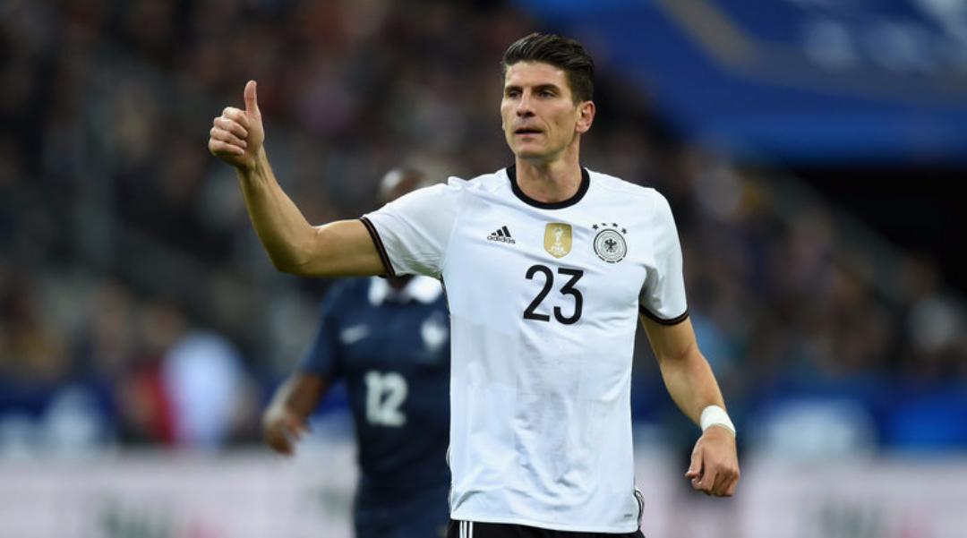 Tegola Germania, lesione muscolare per Gomez, europeo finito