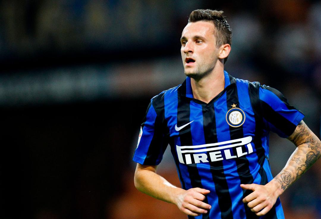 Caos Inter, De Boer esclude Brozovic perché si dà alla bella vita, il calciatore protesta sui social