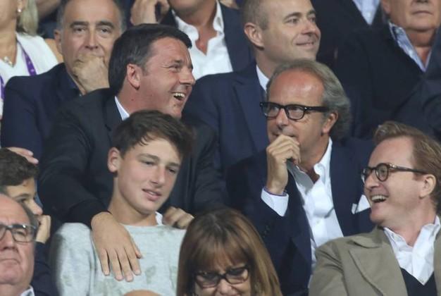 Renzi scende negli spogliatoi per salutare la Fiorentina. Intanto ADV abbraccia Montella e si gode Antognoni