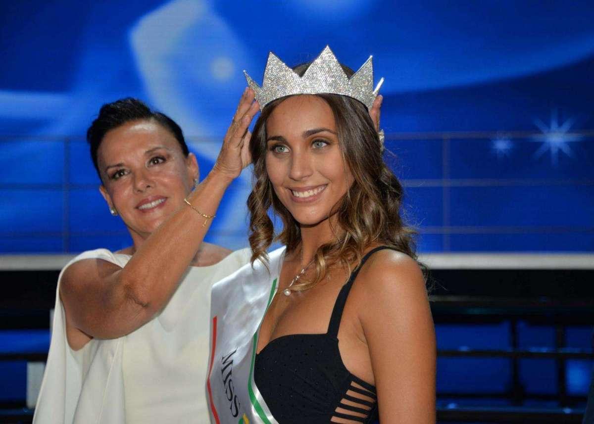 """Miss Italia: """"Vi racconto come sono diventata tifosa viola. Mi piace Bernardeschi, un bel ragazzo""""."""