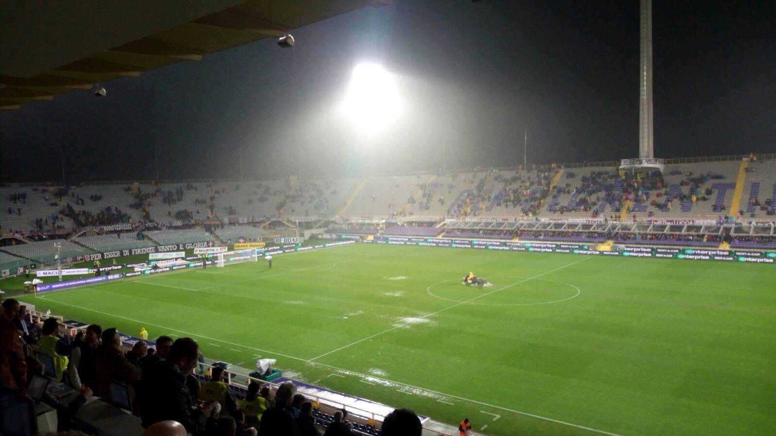 Diluvia sul Franchi: Fiorentina-Crotone sospesa in attesa di miglioramento
