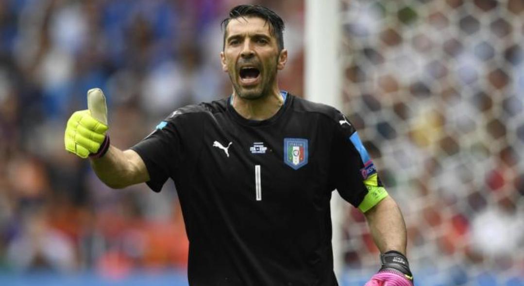 """De Rossi: """"Papera di Buffon? Queste cose con la Juventus non accadono mai…"""""""