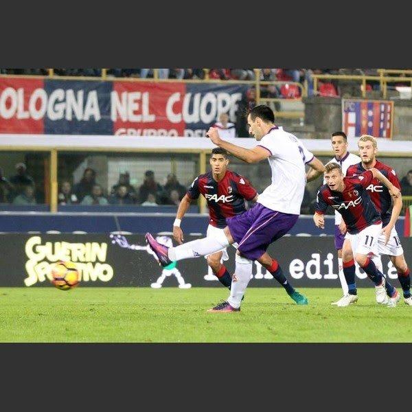 Kalinic di rigore e una discreta Fiorentina passa (0-1) a Bologna