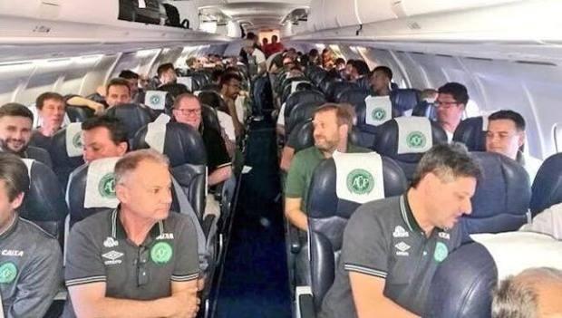 Tragedia in Brasile, cade l'aereo con i giocatori della Chapecoense, solo 7 superstiti, andavano a giocare la finale della Copa sudamericana