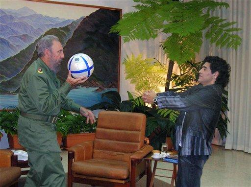 """Si è spento Fidel Castro, anima della """"Revolución cubana"""". Vedeva il calcio come fonte d'ispirazione"""