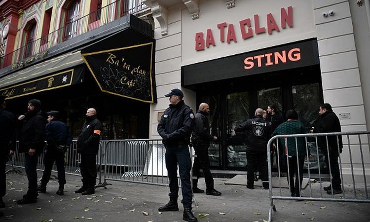 Un anno dalla follia: il Bataclan riapre con Sting, la libertà non si piega