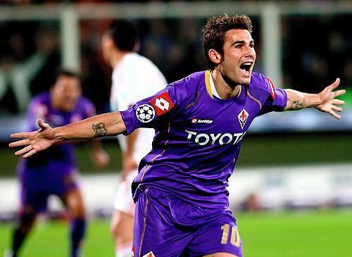 """Mutu posta il figlio su Facebook: """"Un nuovo fan della Fiorentina, Mamma e Papà ti amano"""""""