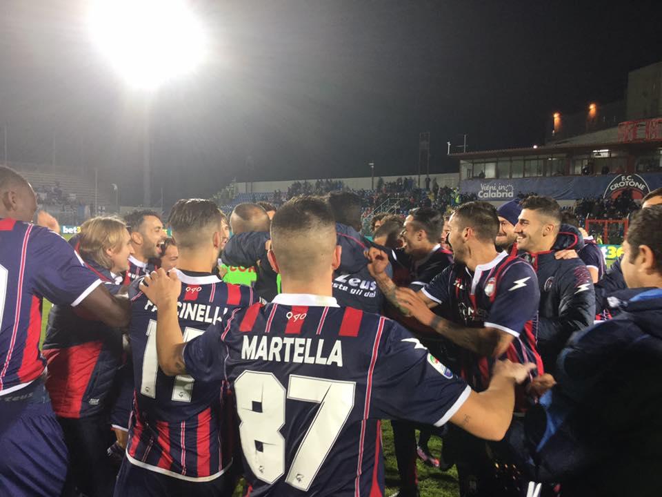 Palladino-Ferrari: il Crotone batte il Pescara (2-1) e lo supera nella corsa salvezza
