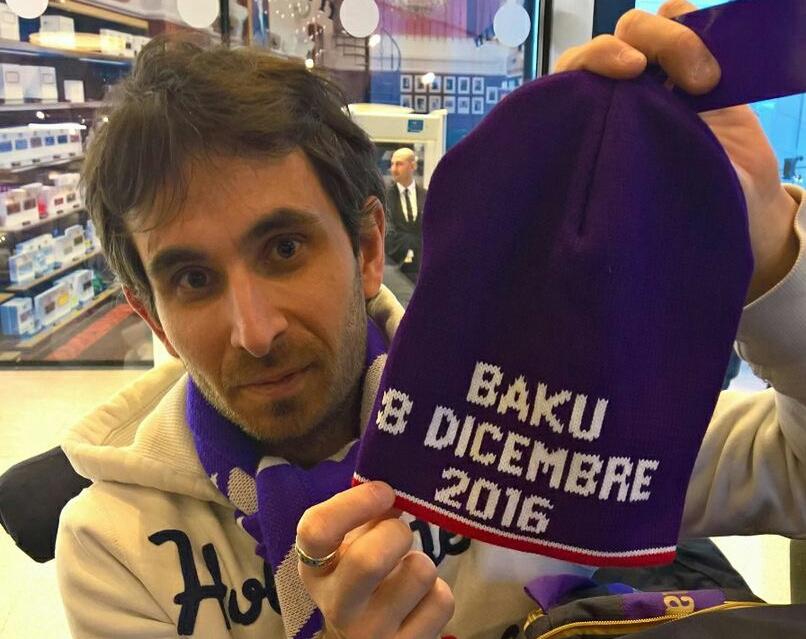 I 99 tifosi viola a Baku? La Fiorentina ha regalato un cappello per ognuno di loro