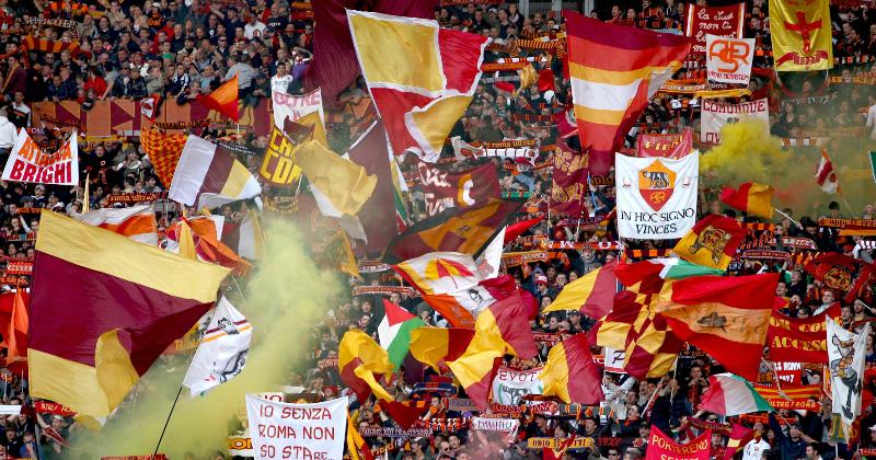 Vergogna Roma, oltraggiato il minuto di silenzio per la Chapecoense con cori contro la Lazio, dopo scontri con locali