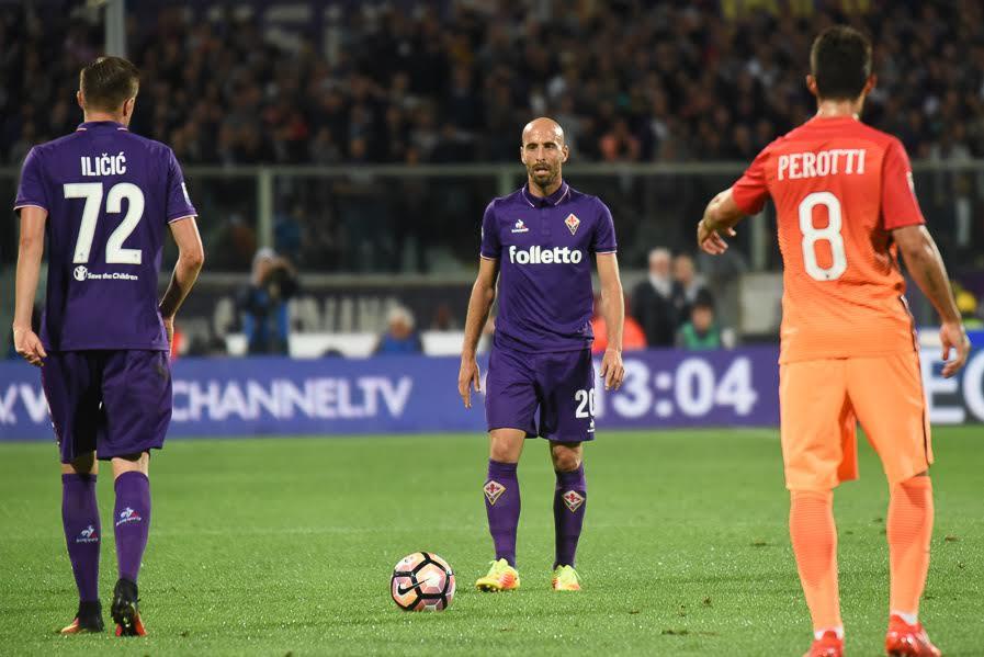 Sospiro di sollievo Borja Valero. Si allena in gruppo, sarà disponibile per Chievo e Juventus