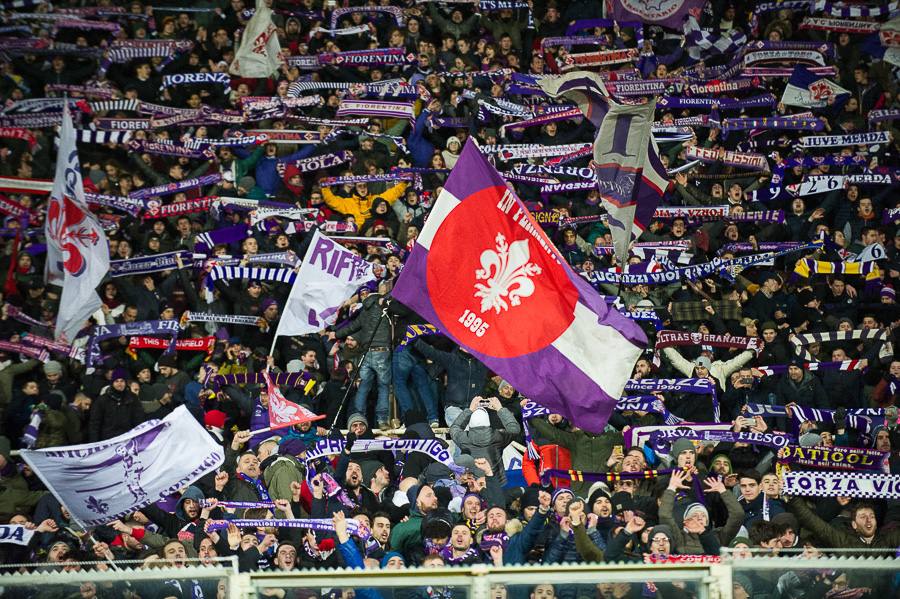 """La Fiesole canta: """"Torino è stata e resterà granata"""" e dal settore ospiti si leva il coro: """"Firenze, Firenze!"""""""