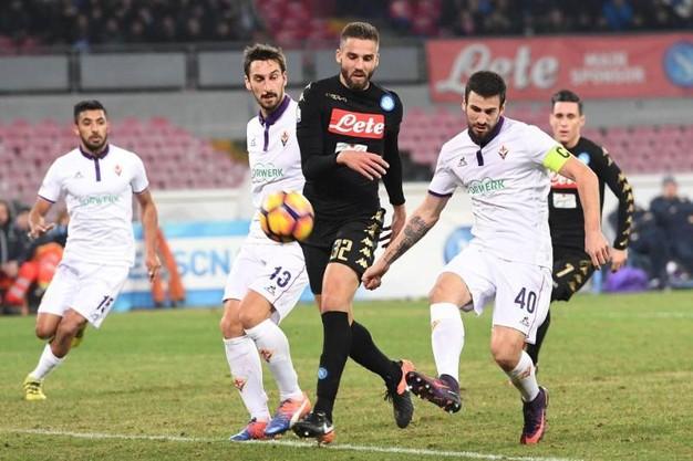 Fiorentina alla pari del Napoli, poi Tomovic rovina tutto. Così scrive il Corriere fiorentino