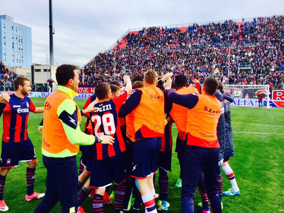 L'Inter cade a Crotone e cede il passo al Milan che asfalta il Palermo. Tutti i risultati…