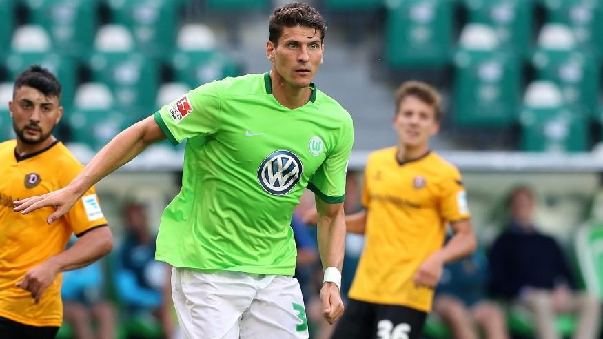 Mario Gomez è tornato super: 3 goal in 7 minuti con il suo Wolfsburg