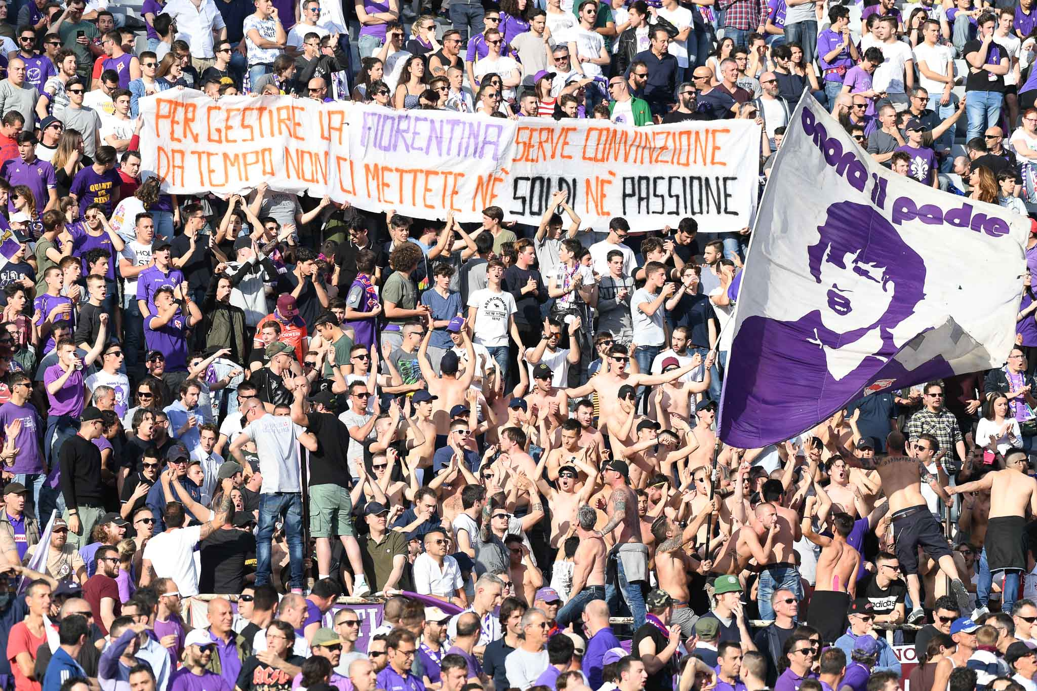Adesso i tifosi della Fiorentina chiedono chiarezza alla società. E oggi può partire la contestazione