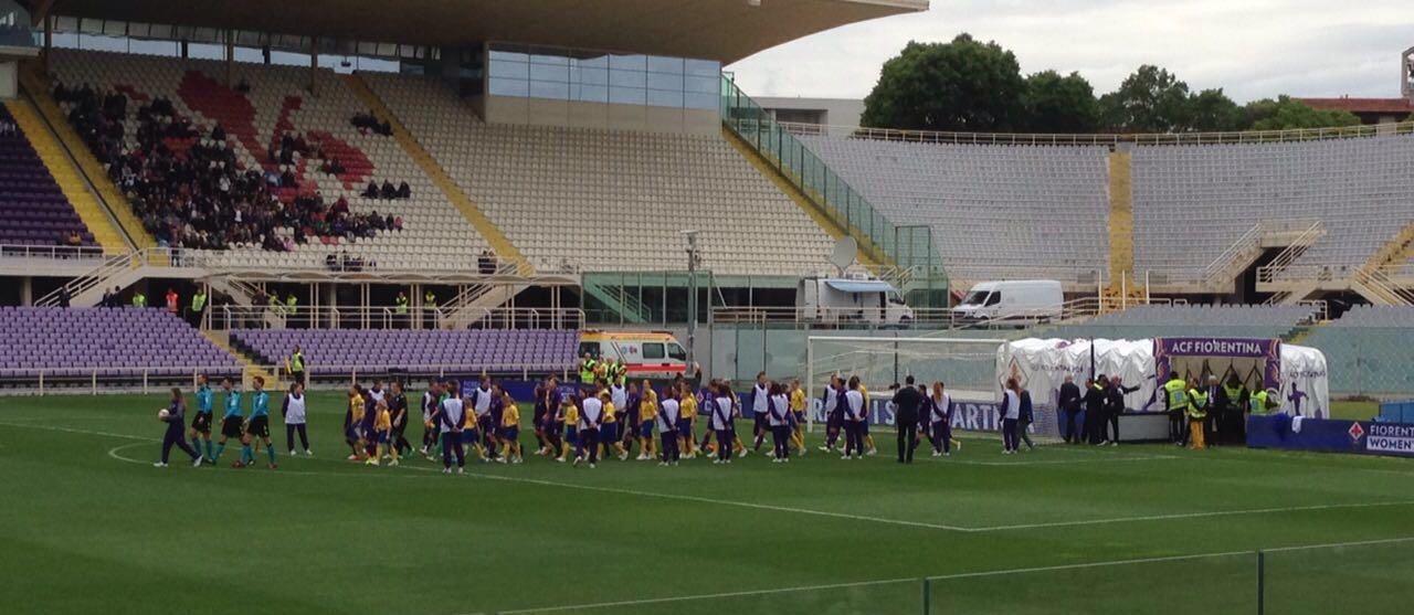 Tifosi sotto la pioggia al Franchi per la Fiorentina Women's. Prefetto dice no alla tribuna coperta, il motivo…