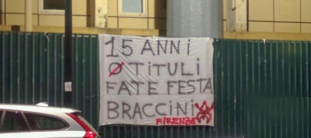 """""""15 anni 0 titoli, braccini fate festa. Firmato Firenze"""". Altro striscione contro i Della Valle appeso al Franchi"""
