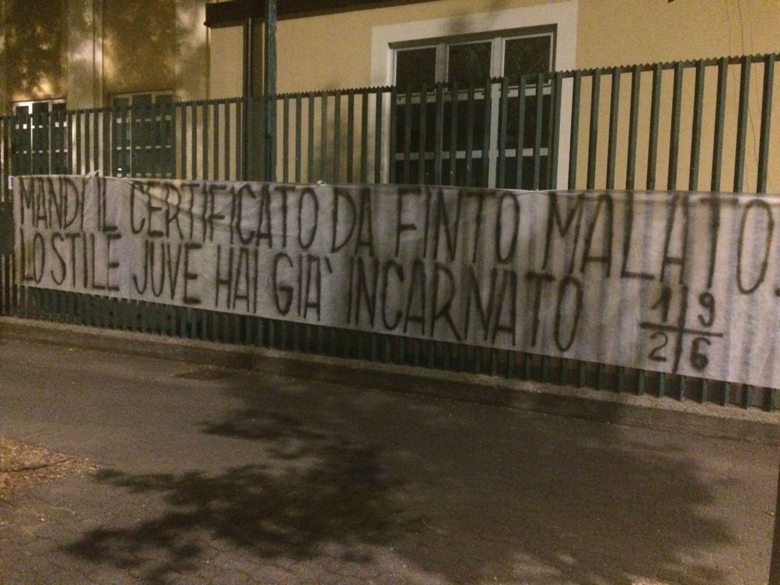"""Stricione per Bernardeschi al Franchi: """"Mandi il certificato da finto malato, lo stile Juve hai già imparato.."""""""