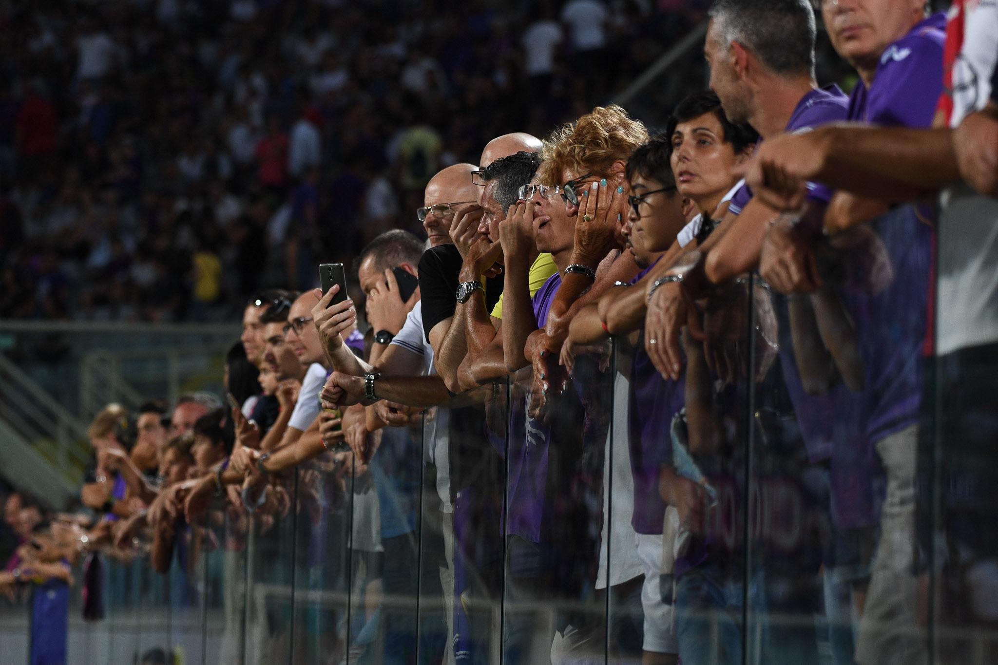 Tra Sky Dazn e connessione lente si riscopre la bellezza di vedere la Fiorentina insieme al Bar. I racconti