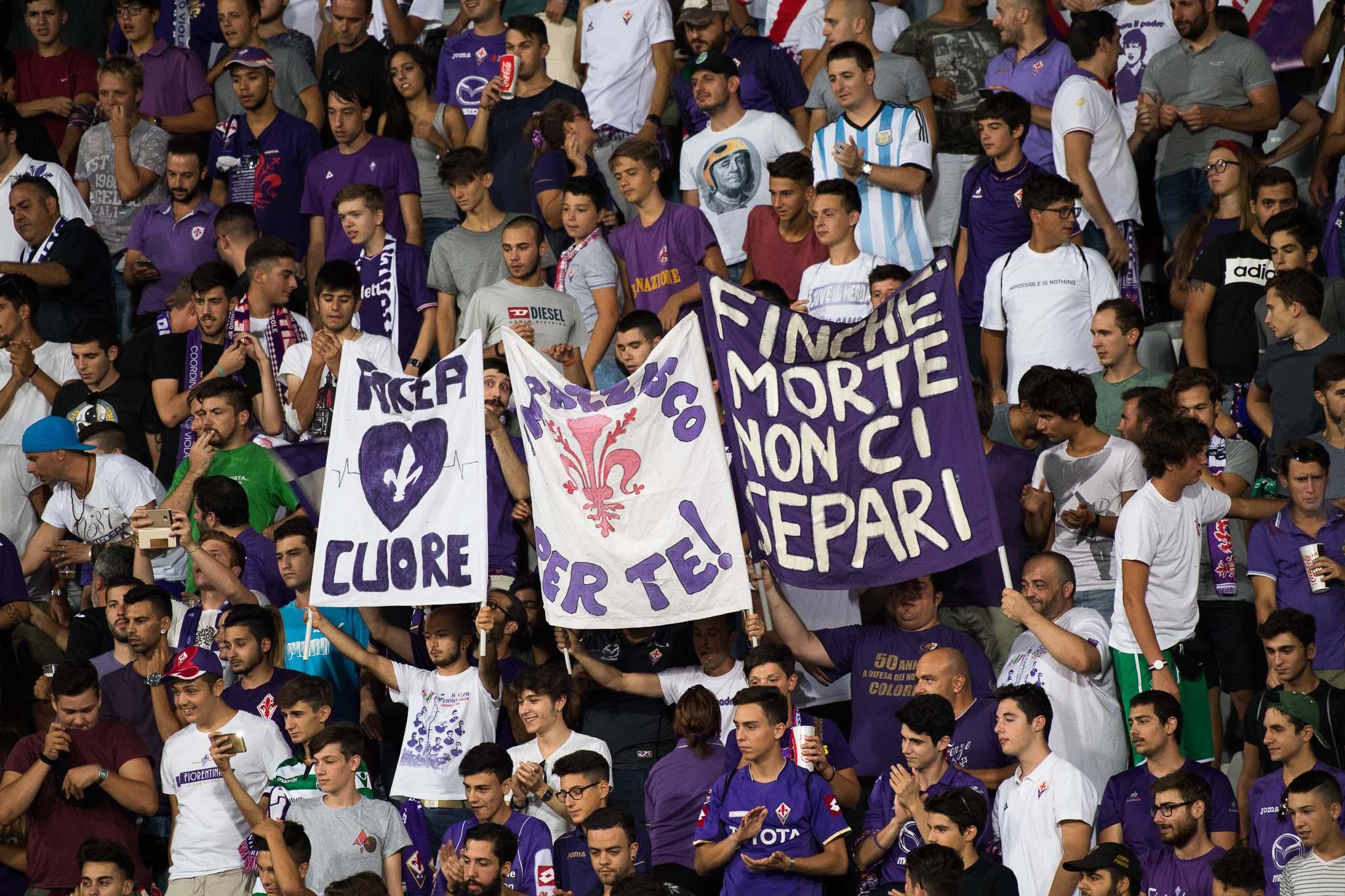 Puniti e multati per uno striscione contro Cognigni. La Fiesole sciopera nei primi 5 minuti di Fiorentina – Roma