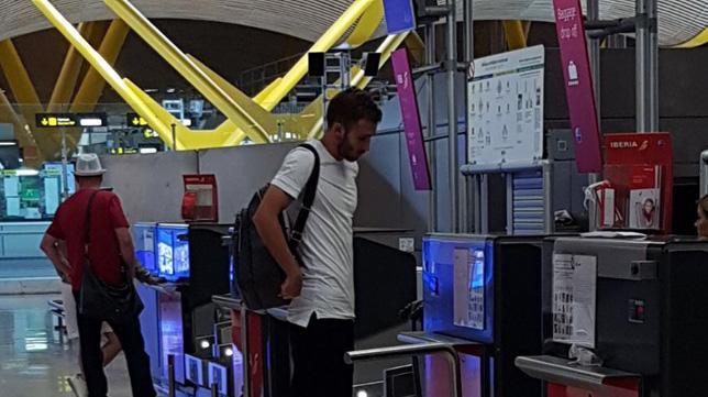 Da Siviglia: Pezzella in aeroporto, è partito per Firenze. Chiusura ad un passo malgrado la cautela del club…