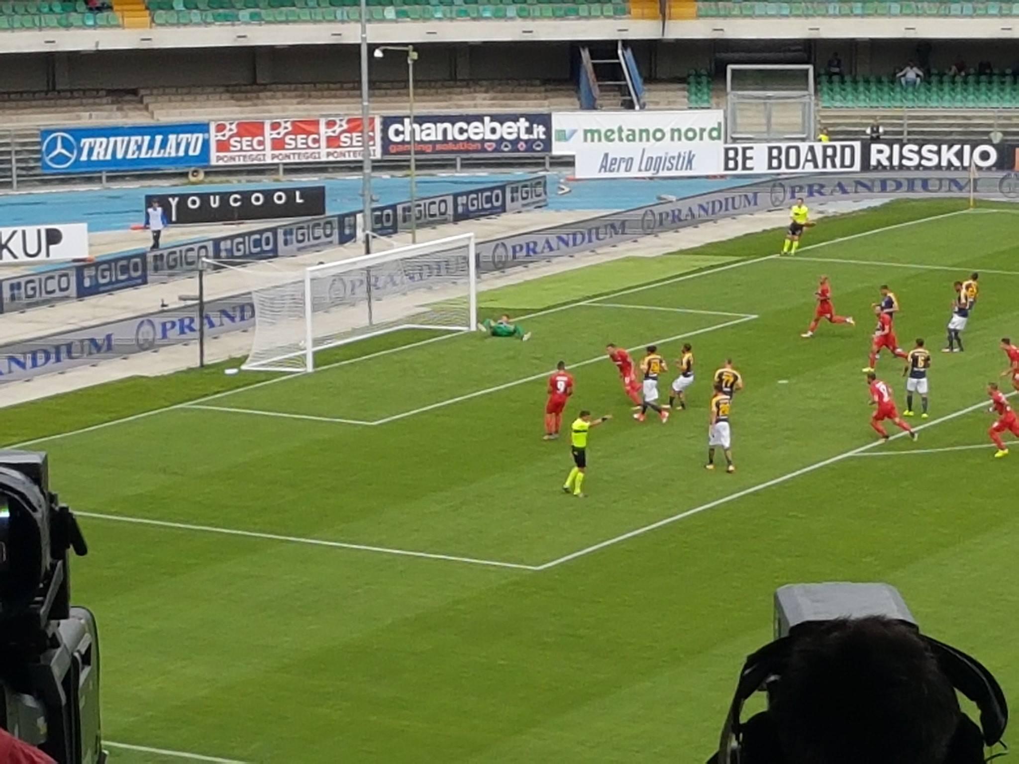 """Dominio viola al """"Bentegodi"""": Simeone, Thereau e Astori firmano il 3-0 dopo i primi 45′"""