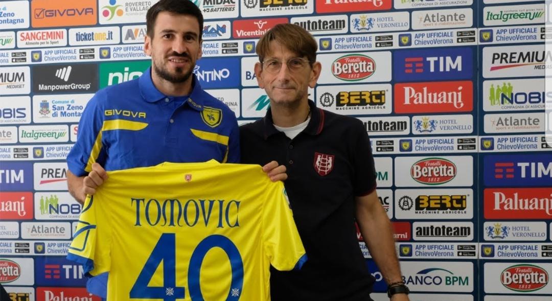 Parte male l'avventura di Tomovic a Verona, il suo fallo da rigore costa la vittoria al Chievo
