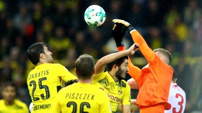 Clamoroso: il VAR sbaglia in Germania. Dortmund-Colonia caos, verso la ripetizione del match