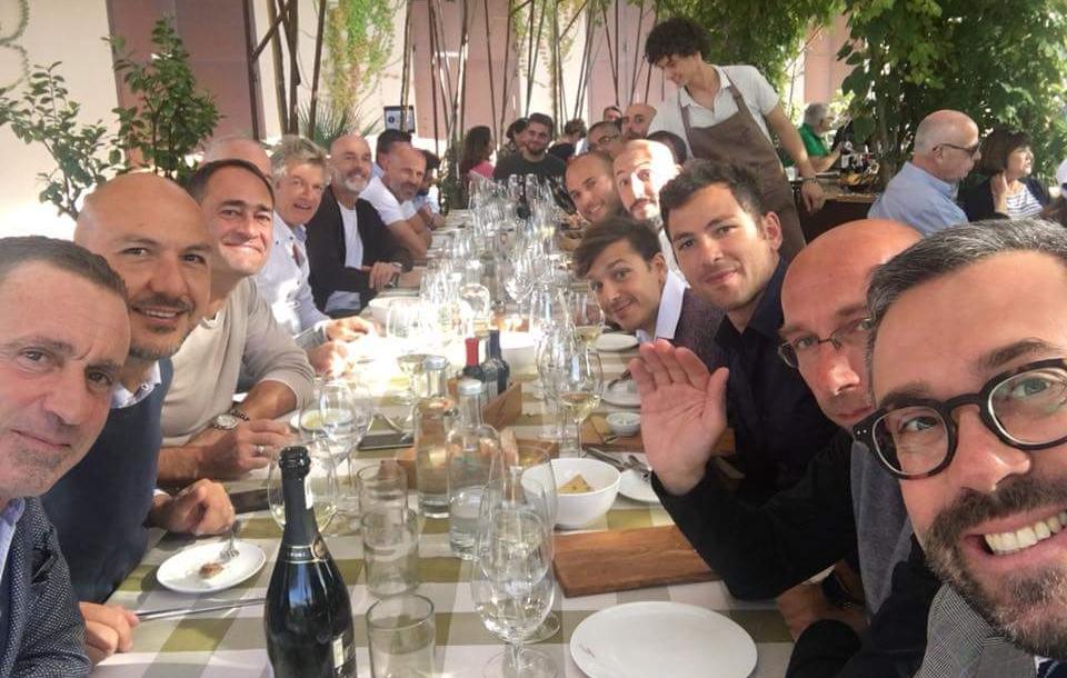 """Pioli porta tutto lo staff tecnico e la dirigenza a pranzo fuori: """"I successi si costruiscono a tavola"""""""