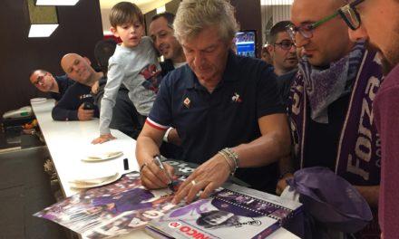 Intanto la Fiorentina incontra alcuni Viola Club del centro-sud. Foto e sorrisi nel ritiro viola