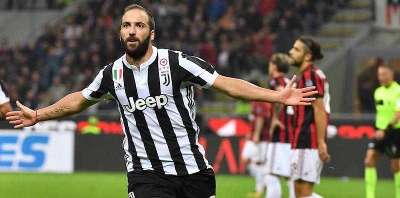 La Juventus fa un favore alla Fiorentina, allo Stadio San Siro è 0-2, Milan ko. Doppietta di Higuain