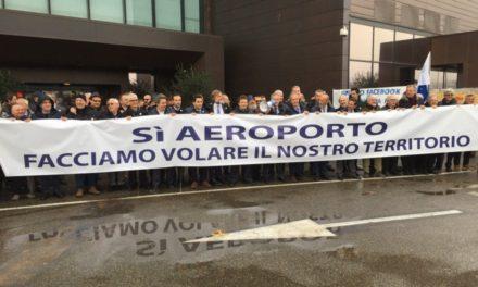 Gli imprenditori di Firenze scendono in strada per avere un aereoporto di livello. Ferragamo prende il megafono