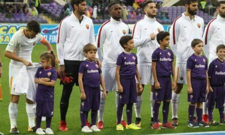 FOTO, la bambina con la maglia della Fiorentina ha freddo? Florenzi si toglie la giacca e la copre