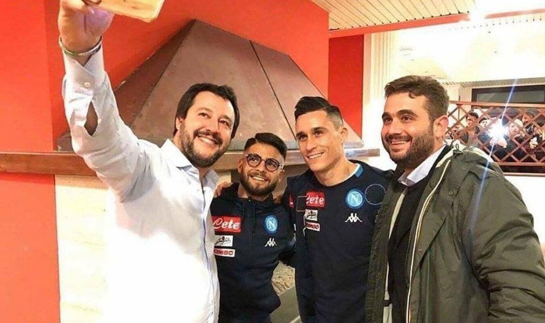 """Caos a Napoli per una foto con Salvini: """"Ci ha chiesto scusa per alcune frasi, scuse non accettate"""""""