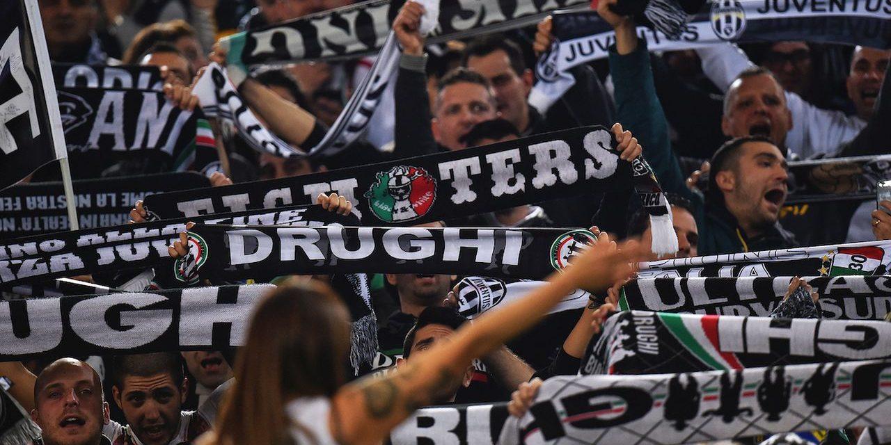 Vergognoso a Bologna: gli ultrà della Juventus danno vita a un corteo fascista nel centro della città