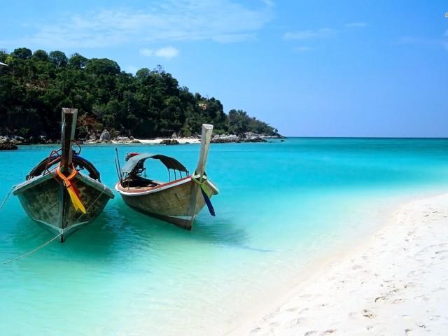 Vacanze viola: Chiesa vola a Dubai con Thereau e Biraghi, vincono le Maldive e Zanzibar. Pioli al freddo…