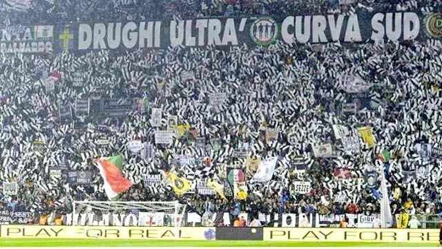 Curva della Juventus chiusa per una giornata, cori razzisti contro Koulibaly e contro i napoletani