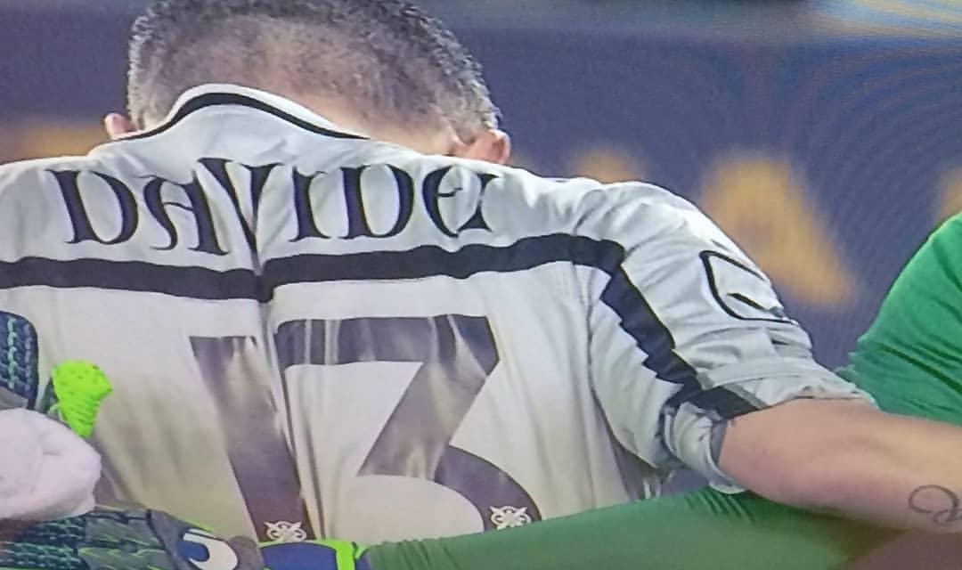 Il Chievo omaggia così Astori, nome sulla maglia, numero 13, fascia dedicata