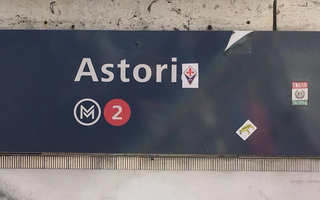 """A Budapest la fermata della metro diventa """"Astori"""" con lo scudetto della Fiorentina"""