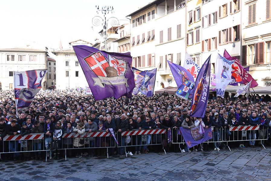 Messa Astori a Firenze, presenti Diego e Andrea Della Valle. Ci sono anche Badelj e Pasqual