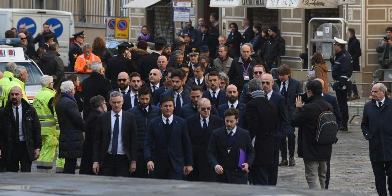 Dalla Fiorentina ai Della Valle fino alla Juventus e all'Inter. Tutte le foto degli arrivi al funerale