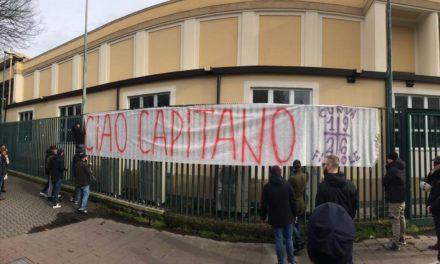 Tragedia Astori, tanti tifosi, fiori e striscioni al Franchi per salutare il capitano viola