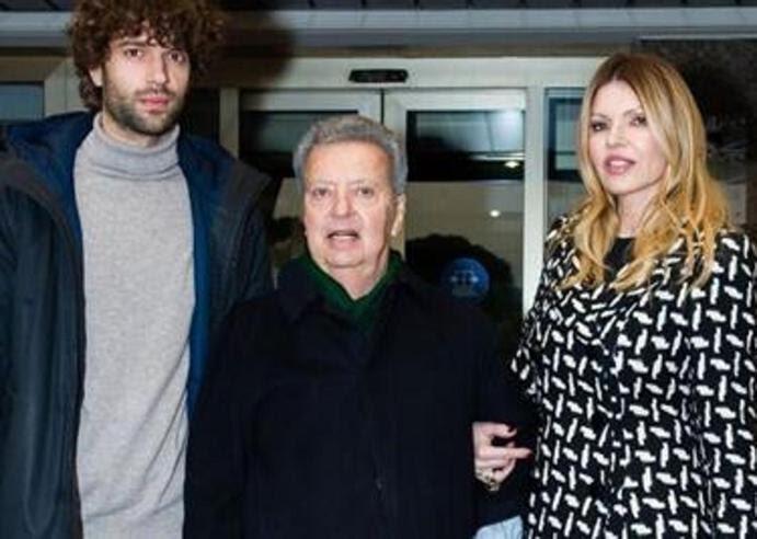 Vittorio Cecchi Gori lascia finalmente l'ospedale dopo il grave malore. Dimagrito e con Rita Rusic al suo fianco