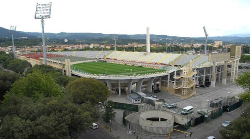 """Uva:"""" Vogliamo ospitare gli europei del 2028 con stadi nuovi."""" Che figura a Firenze…"""