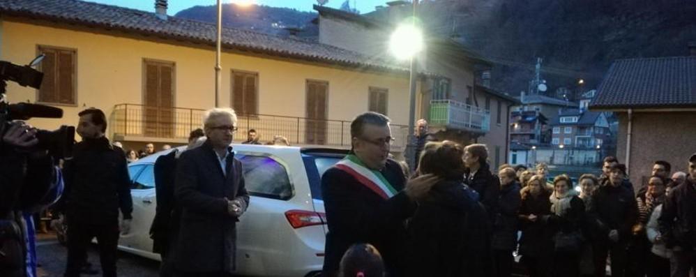 Davide è tornato a casa, il feretro accolto da centinaia di persone a San Pellegrino Terme