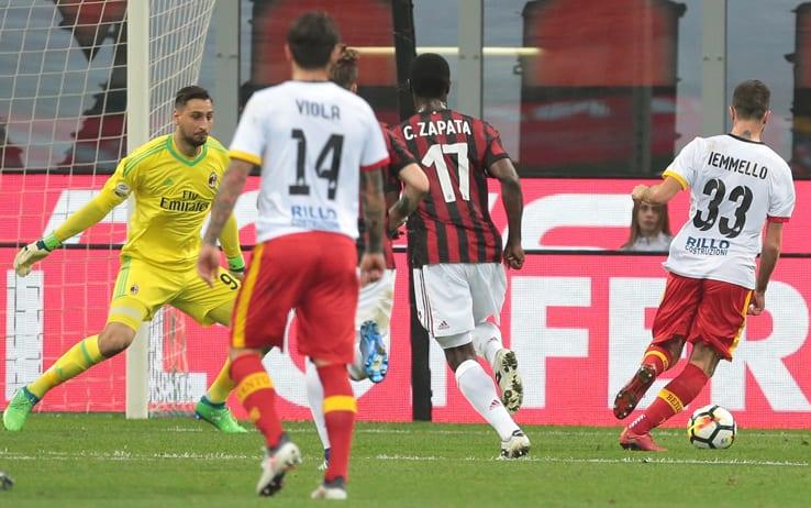 L'ex viola Iemmello fa un regalo alla Fiorentina: il Benevento batte il Milan a domicilio