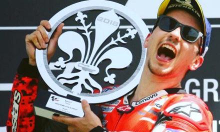 (FOTO): Jorge Lorenzo vince il Mugello ed alza un trofeo unico, il giglio di Firenze